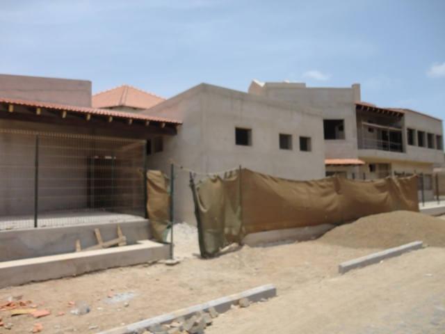 Cha de Matias Pre-School being built in Espargos - situation Aug.2011